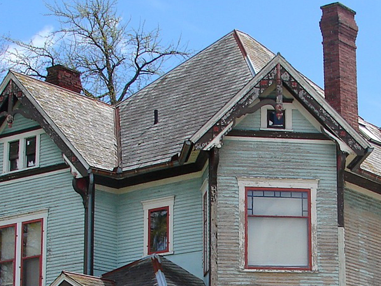 Why Does My Roof Have Black Streaky Looking Stains? - Eby ...